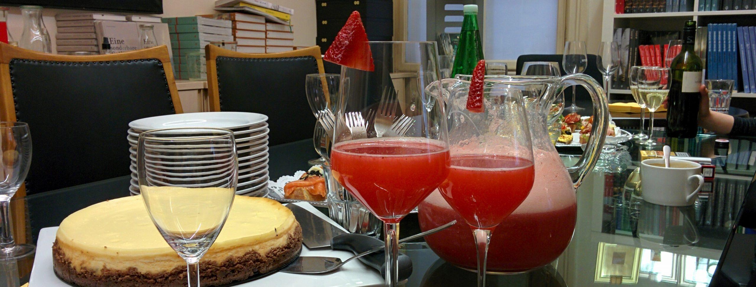 Storybild  drink-des-monats-erdbeer-holunderblueten-schorle 01