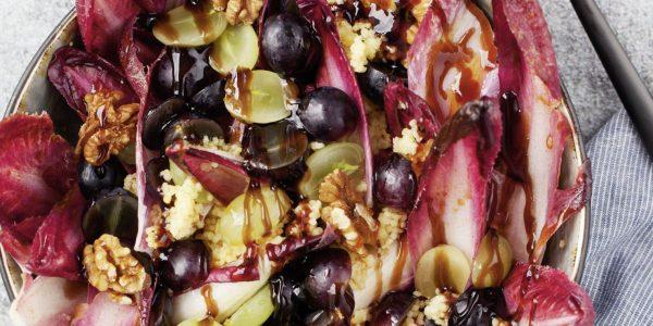 Storybild  radicchio-salat-mit-trauben-und-walnuessen-aus-life-changing-food-super-bowls 02